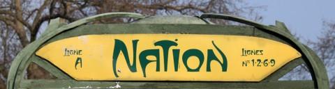 Station Nation. Nouvelle plaque indicatrice avec le lettrage Métropolitaine de David Poullard et Julien Gineste.