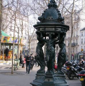Fontaine Wallace, place des Abbesses