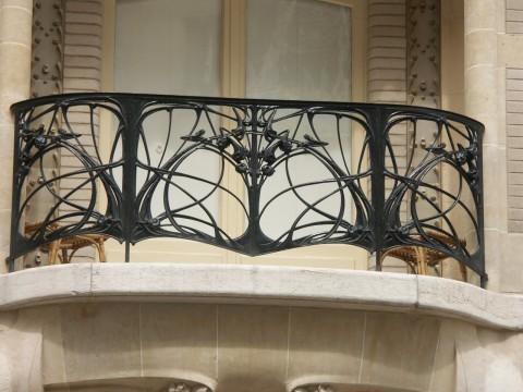 Grand Balcon GA avec retours de grands balcons 3 et 4 cintrés. Hôtel Mezzara, 1910-1911, 60 rue La Fontaine, Paris XVIe. Photo coll. part.