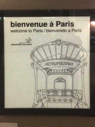 Pancarte d'accueil à l'aéroport de Roissy (Paris)